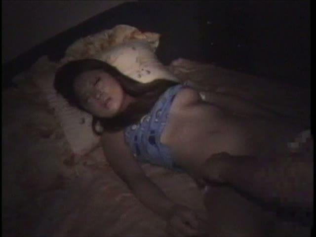 友達と一緒に義妹の寝込みを襲いマンコやアナル観察クンニする変態お兄ちゃ...